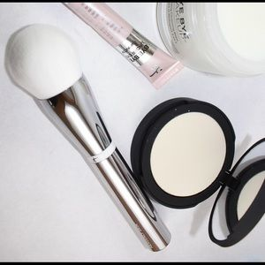 IT cosmetics Other - IT COSMETICS Heavenly Skin Bye Bye pores brush