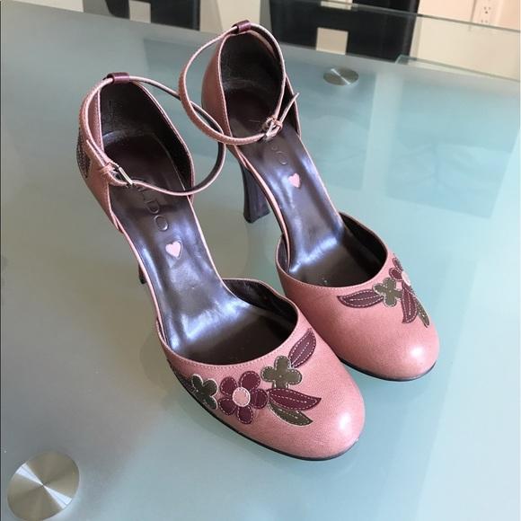 2b5a9ea104b7 Aldo Shoes - Aldo shoes with floral appliqués size 37