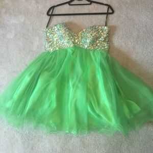 Alyce Paris Dresses & Skirts - LIME GREEN ALYCE PROM DRESS