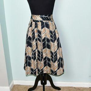Dresses & Skirts - Gorgeous Arrow Print Flowy Skirt