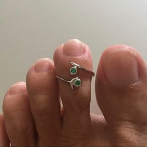 Jewelry - Sterling Silver Emerald CZ Toe Ring
