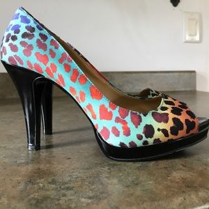 🔥 Nine West rainbow cheetah peep toe heel pumps 7