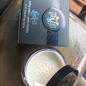Kat Von D Other - Kat Von D Translucent loose Setting Powder
