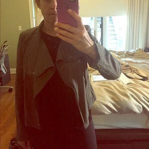 Ark & Co Jackets & Blazers - Amazing jacket with zipper detail. So cute!