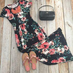 Dresses & Skirts - Navy blue floral side pocket maxi dress