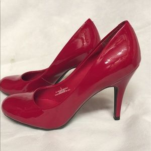 Shoes - Red pumps.