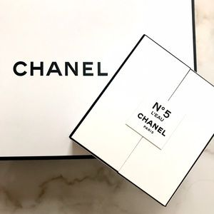 CHANEL Other - CHANEL - N5 L'Eau Deluxe Mini - New - Authentic