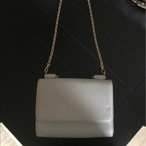 Light grey Crossbody bag with chain strap!