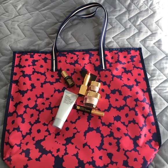 Estee Lauder Other - Brand new Estée Lauder tote with deluxe samples