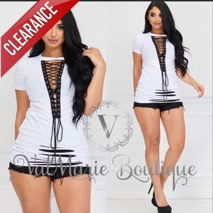📍CLEARANCE 📍White Destroyed black lace up Tunic