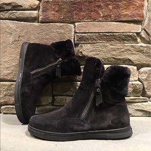 0a5e154317fb Stuart Weitzman Shoes - 🌼 Stuart Weitzman Furgie Boot