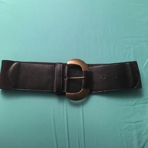 Accessories - Thick brown belt with large buckle