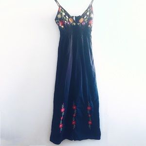 Dresses & Skirts - 🔥SALE🔥Garden Embroidery Maxi dress, Size S