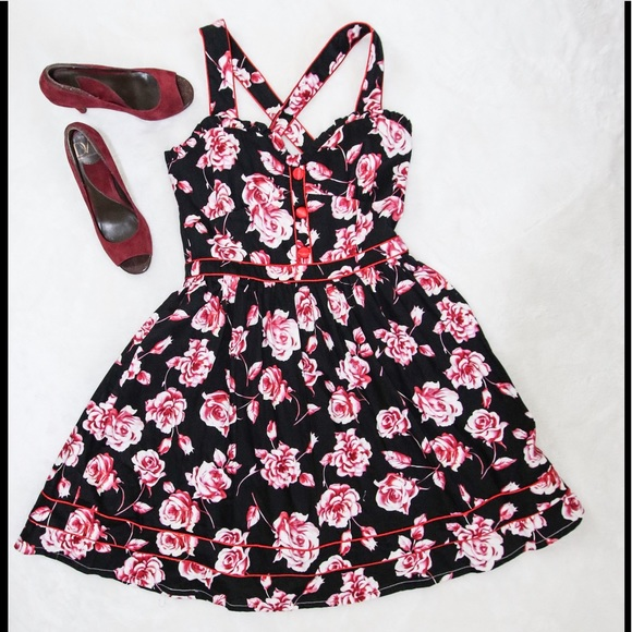 8037ddc0d89bf NWT Voodoo Vixen black red floral dress sz M