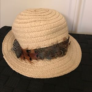 Accessories - Hat with a feather rim