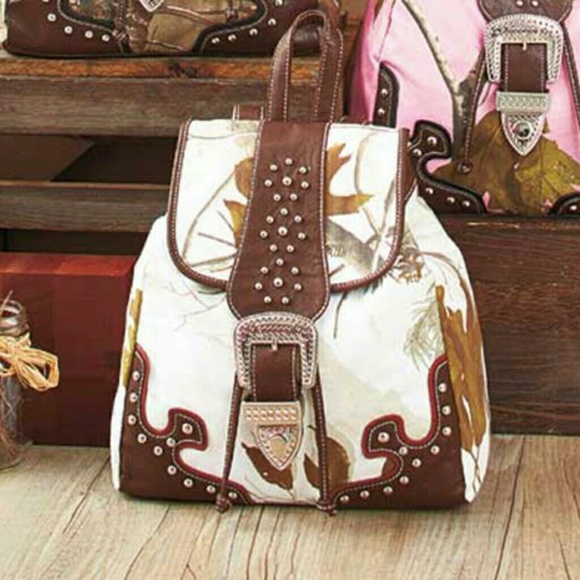 Realtree Bags Snow White Belted Camo Backpack Purse