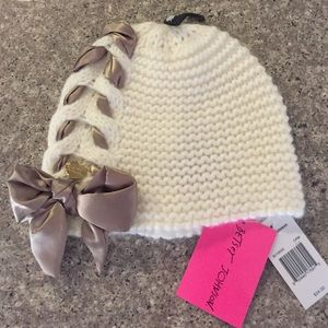 Betsey Johnson Accessories - 🌸🌸BETSEY JOHNSON BEANIE🌸🌸