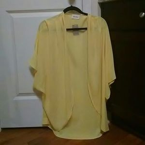 Style Rack Tops - Yellow light weight cardigan