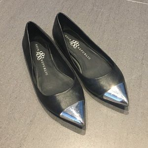 Rock & Republic Shoes - Black Rock & Republic Pointed Silver Cap Flat 6