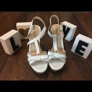 Your summer white wedges!