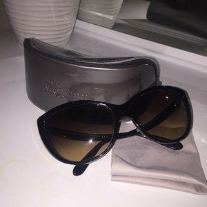 Alexander McQueen Accessories - Alexander McQueen cat eye sunglasses