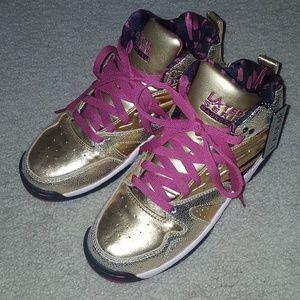 L.A. Gear Shoes - Women's Gold L.A. Gear light up shoes