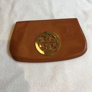 Tory Burch Handbags - Tory Burch saddle tan clutch
