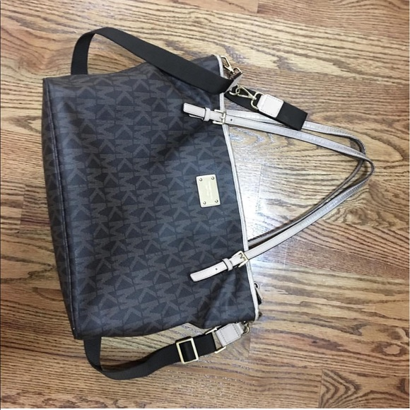 65 off michael kors handbags gorgeous authentic michael kors diaper bag from kathy 39 s closet. Black Bedroom Furniture Sets. Home Design Ideas