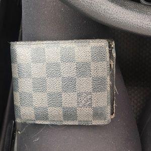 AUTHENTIC men's damier Louis Vuitton wallet