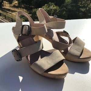 J. Jill Shoes - J. Jill Beige Buckle Wooden Sandals Heels 6.5