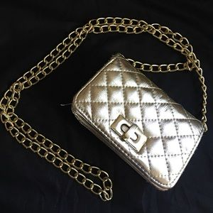 mossimo Handbags - Mossimo gold chain quilted Crossbody purse