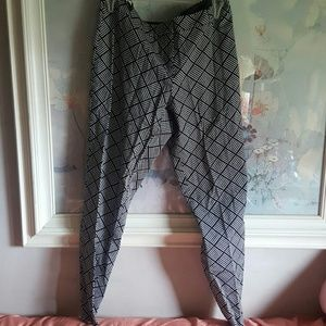 Primark Pants - Black and white patterned slacks