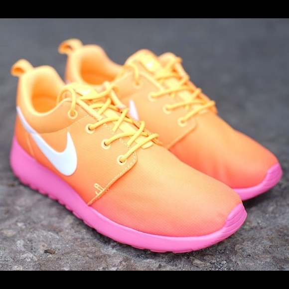 Nike Shoes Hot Pink Roshes