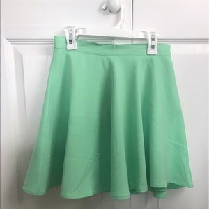 High waisted mini skirt perfect for the summer!!
