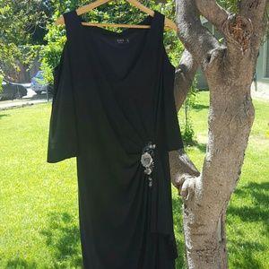Igigi Dresses & Skirts - Gorgeous Black Cold Shoulder Formal Gown