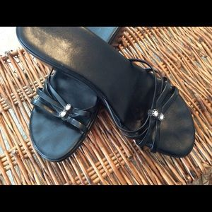 Matisse Shoes - MATISSE EXQUISITE BLACK LEATHER SANDALS. EUC!