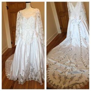 David's Bridal Dresses & Skirts - Michaelangelo embellished wedding dress w/train 💕