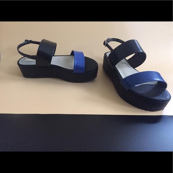 Shoes - Black Flatform Sandals