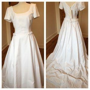 Sposanova Dresses & Skirts - Sposanova simple & elegant wedding dress  💕NWT💕