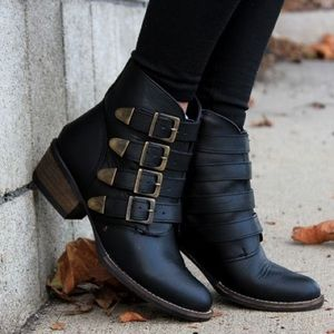 Buckle Shoes - Buckle Detail Threat Ankle Bootie
