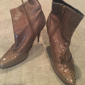 Enzo Angiolini brown leather ankle boots
