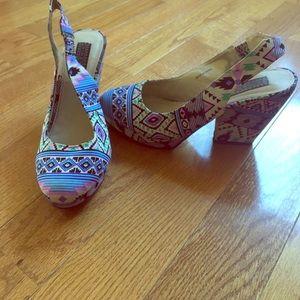 Deena & Ozzy Shoes - Fabric print sling back heels - size 7