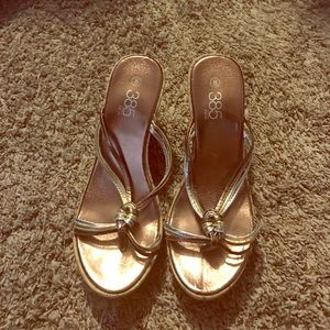 385 Fifth Shoes - Beautiful tan wedges