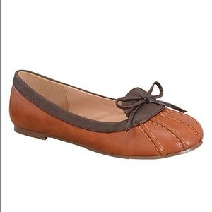 ModCloth Shoes - Stitched, contrasting loafer flats with bow