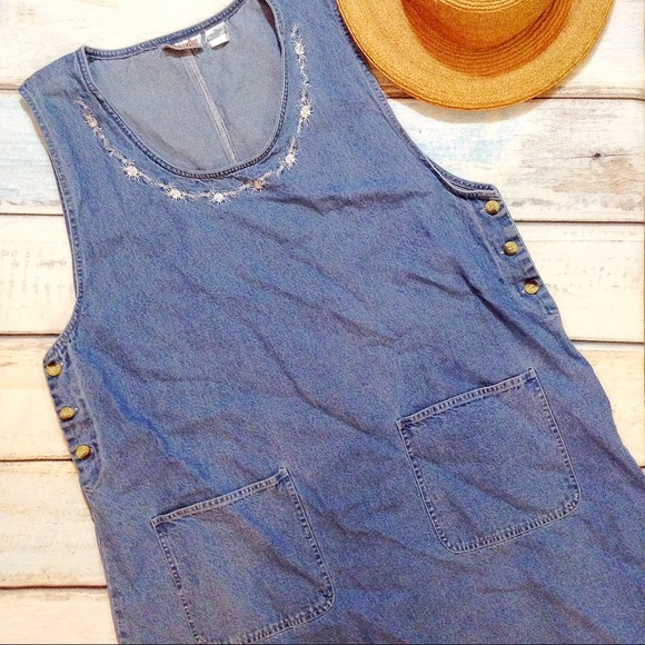 3fc7c5724c0ae VTG 90s Embroidered Denim Overall Style Dress. M 5924c8735c12f862d201bcfd