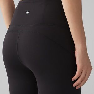 lululemon athletica Pants - 🆕 LULULEMON ATHLETICA AWESOME LUXTREME CAPRIS 21""