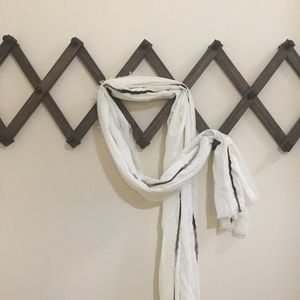 Simply Vera Vera Wang Accessories - NWOT Vera Wang Ivory Scarf With Small Fringe Edges