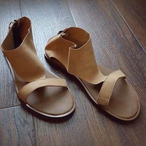Sanuk suede zip Yoga Dawn sandal