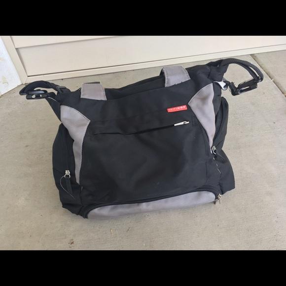 69 off skip hop handbags skip hop bento diaper bag with changing pad from shannon 39 s closet on. Black Bedroom Furniture Sets. Home Design Ideas