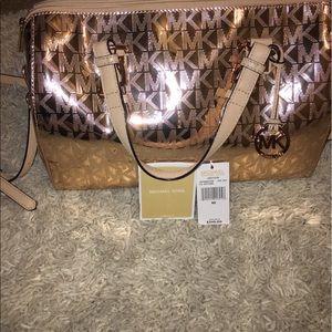 Michael Kors Handbags - Authentic Michael Kors Grayson purse in Rose Gold